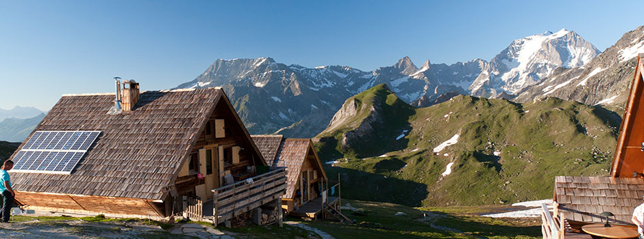 Slide 8 : mountain hutte